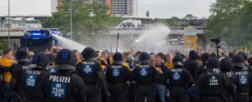 Gewaltbereite Einsatzkräfte beim Auswärtsspiel in Wolfsburg – es reicht!